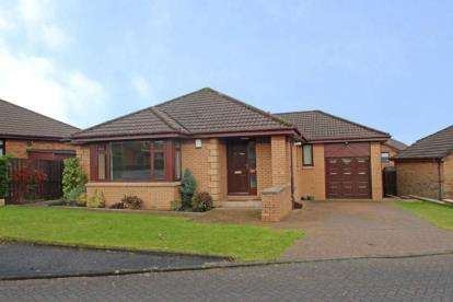 3 Bedrooms Bungalow for sale in Auchinvole Crescent, Kilsyth