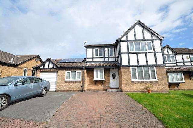 4 Bedrooms Detached House for sale in Colleridge Grove, Beverley, HU17 8XD