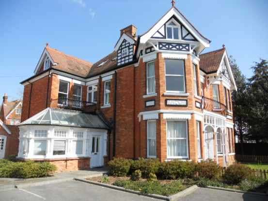 2 Bedrooms Flat for sale in Percy Road, Bournemouth, Dorset, BH5 1JF