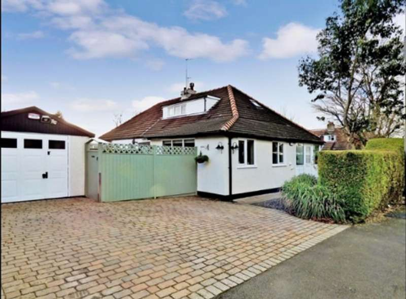4 Bedrooms Bungalow for sale in Holly Road, High Lane, Stockport, Cheshire, SK6