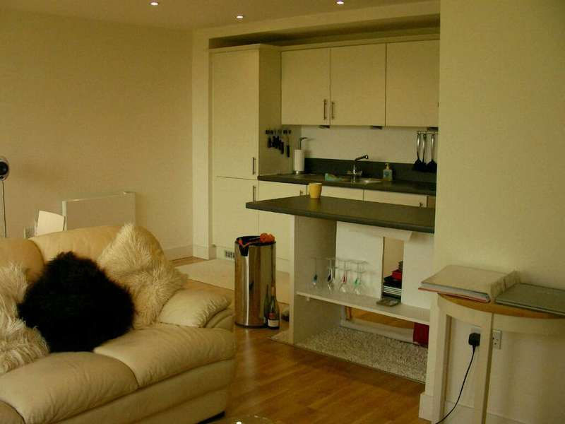 2 Bedrooms Flat for sale in Bennets Courtyard, Watermill Way, London