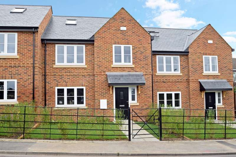 3 Bedrooms Terraced House for sale in Lent Rise Road, Burnham, SL1
