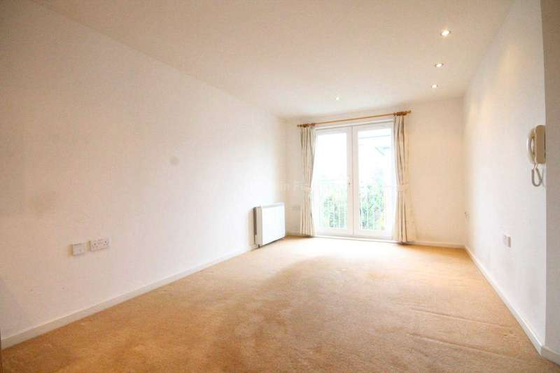 2 Bedrooms Apartment Flat for sale in Egerton House. 3 Elmira Way, Saltra, Salford Quays