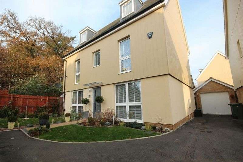 5 Bedrooms Detached House for sale in Peacock Grove, Norwich