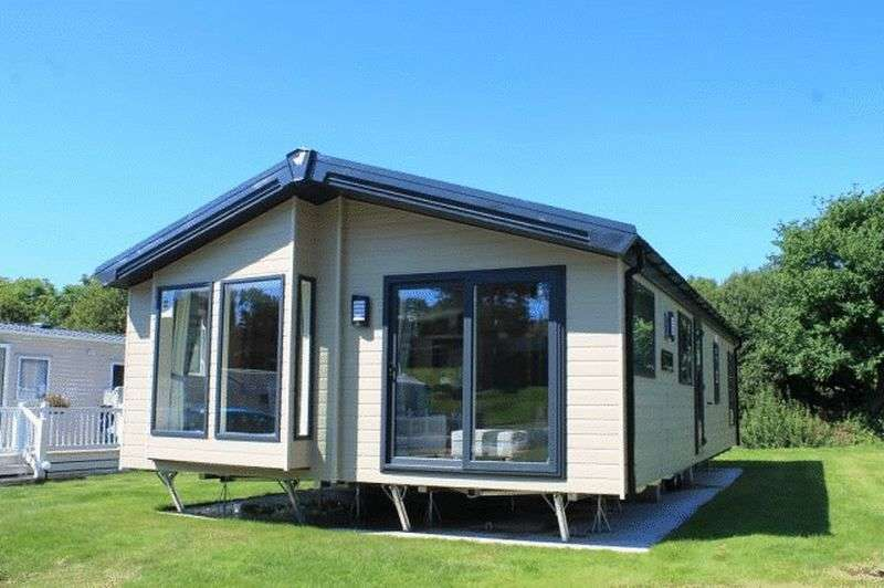 2 Bedrooms Bungalow for sale in Wayside Caravan Park, Way Hill, Minster, Ramsgate, Kent, CT12 4HW