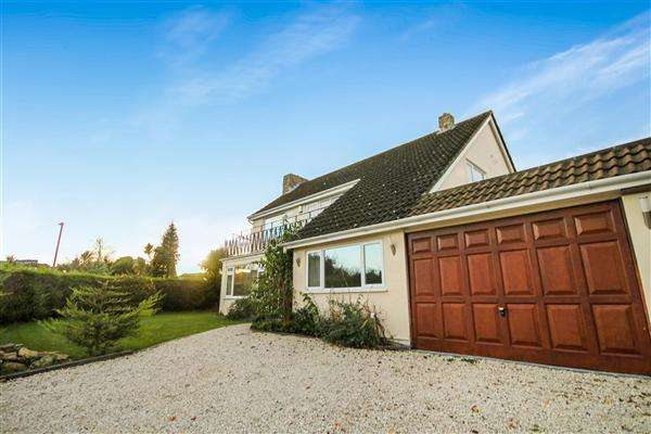 4 Bedrooms Detached House for sale in Carrbridge Close, Talbot Woods, Bournemouth