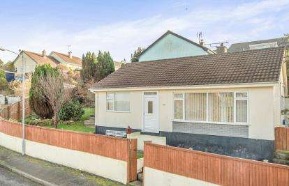 2 Bedrooms Bungalow for sale in Penryn, Cornwall, .