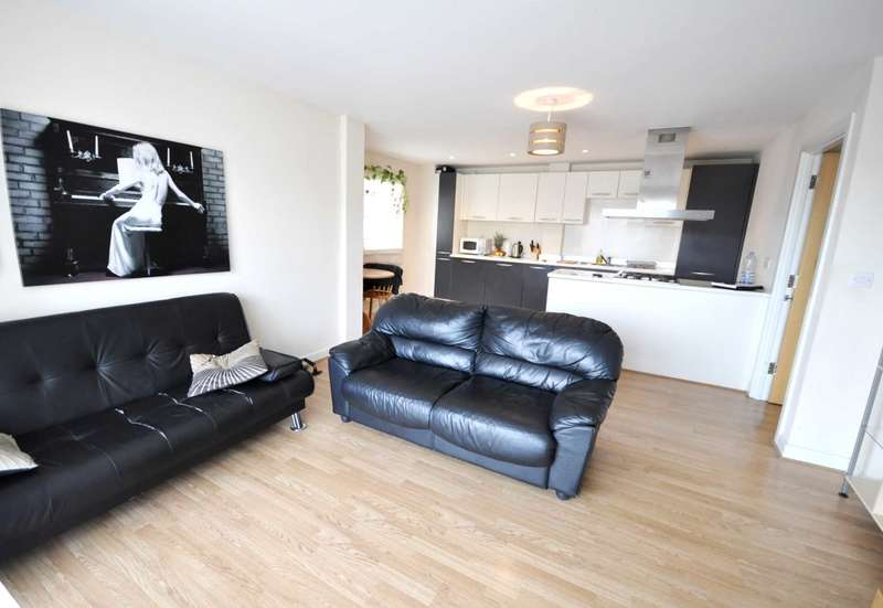 2 Bedrooms Flat for sale in Runnel Court, Barking