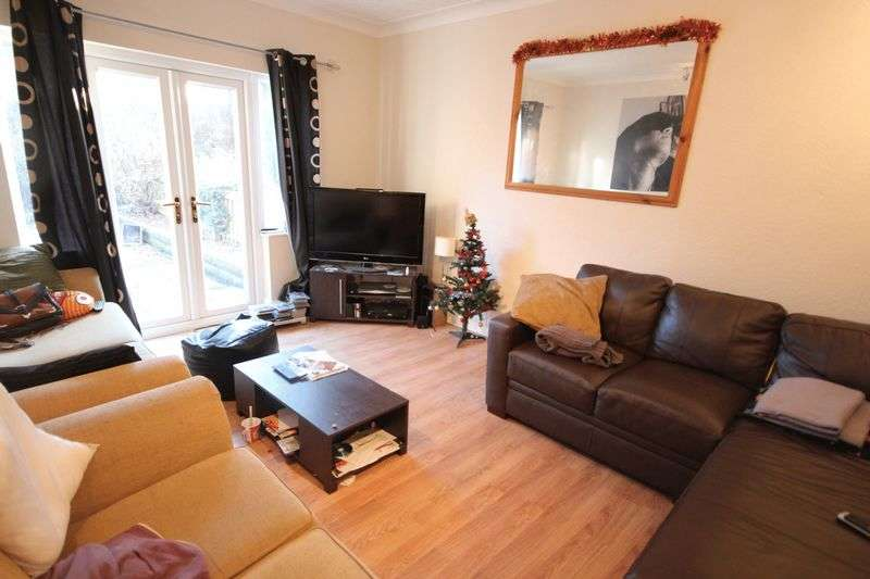 4 Bedrooms Semi Detached House for rent in St Annes Road, Headingley, Leeds