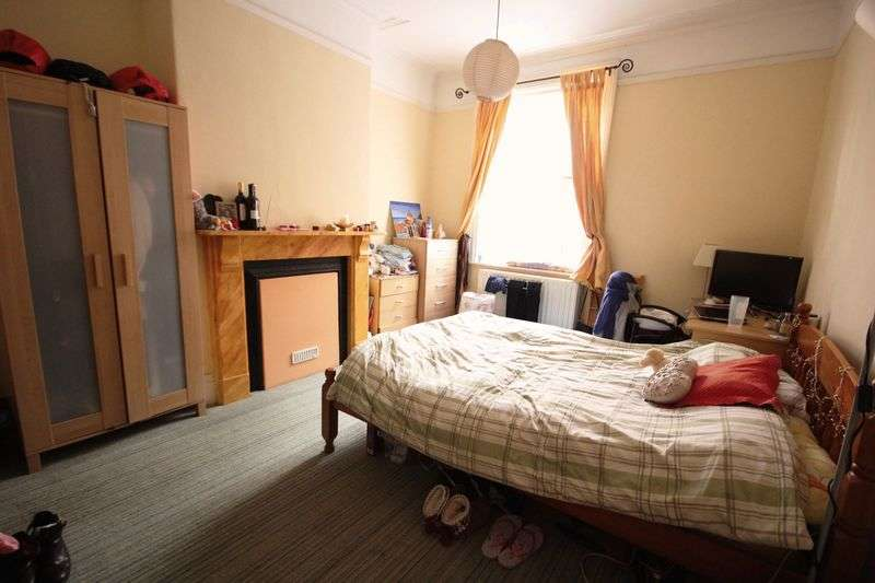 5 Bedrooms Terraced House for rent in St. Michaels Road, Leeds