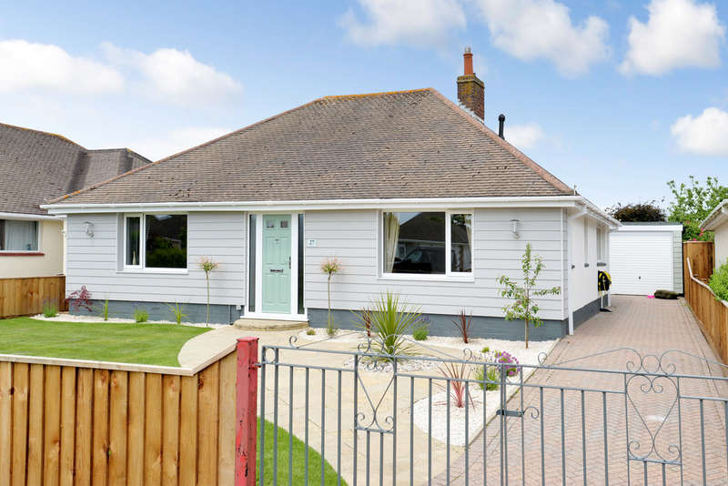 3 Bedrooms Detached Bungalow for sale in Heathwood Avenue, Barton on Sea