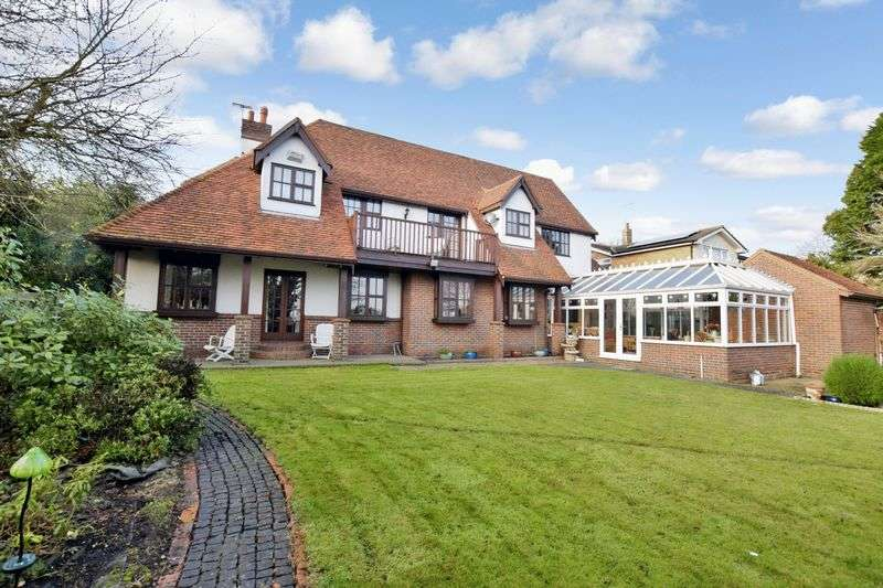 5 Bedrooms Detached House for sale in High Road, Fobbing