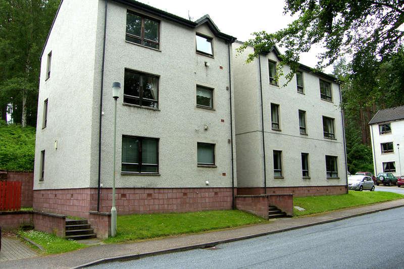 2 Bedrooms Apartment Flat for sale in Grampian Court, Aviemore, PH22 1TB