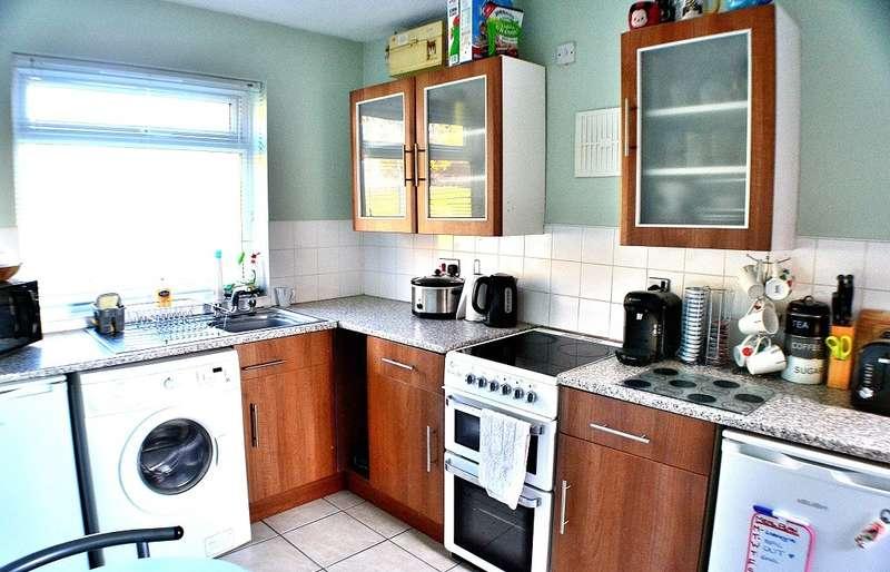 2 Bedrooms Semi Detached House for sale in Danebridge Crescent, Oakwood