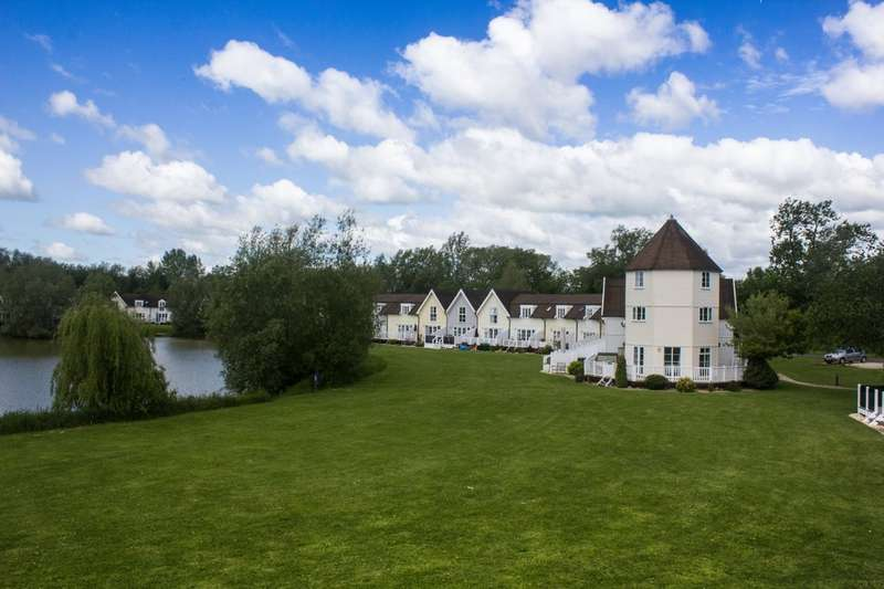 3 Bedrooms Terraced House for sale in Isis Lake, South Cerney