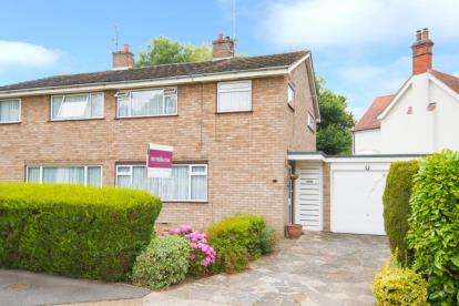 3 Bedrooms Semi Detached House for sale in Tomlyns Close, Hutton, Brentwood, Essex