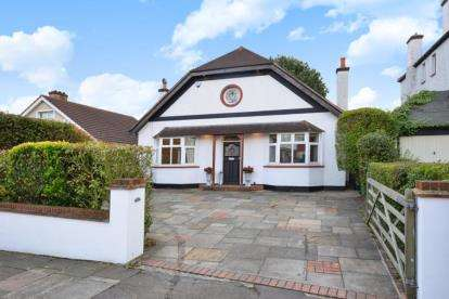4 Bedrooms Detached House for sale in Winn Road, London