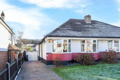 2 Bedrooms Bungalow for sale in Devonshire Way, Shirley, Croydon