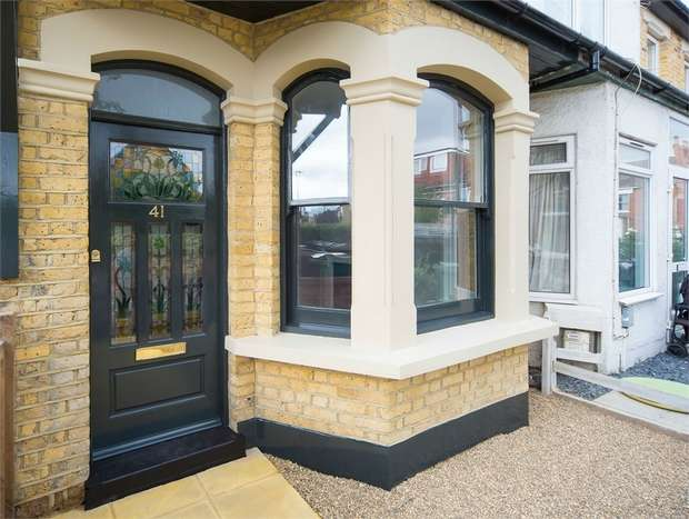 2 Bedrooms Terraced House for sale in Barclay Road, Walthamstow, London