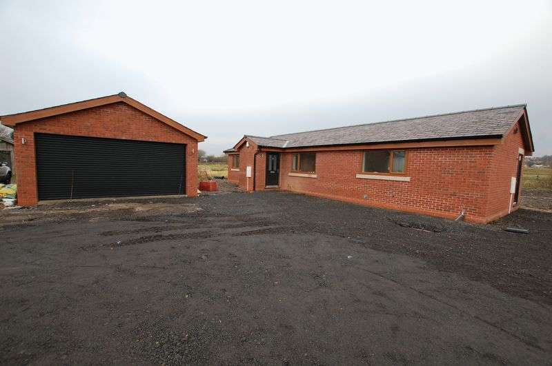 2 Bedrooms Detached Bungalow for sale in Wrennall Court, Bolton