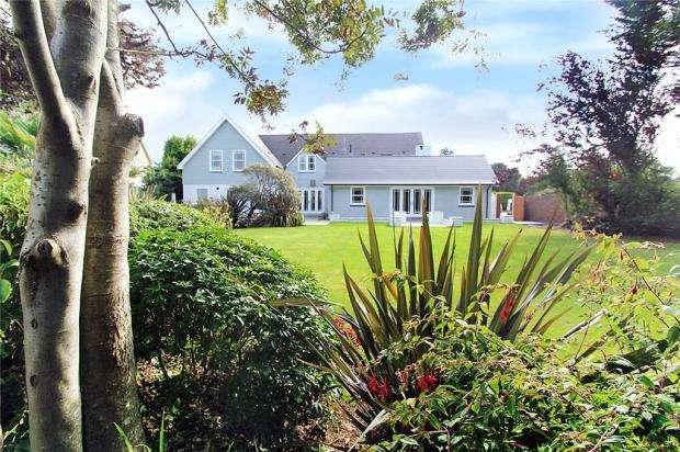 5 Bedrooms Detached House for sale in West Mead, Willowhayne, East Preston, West Sussex, BN16