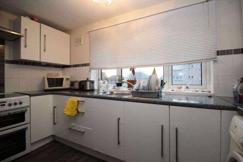 2 Bedrooms Flat for sale in Caburn Heights, Crawley