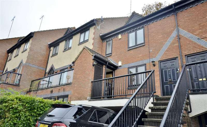 2 Bedrooms Apartment Flat for sale in Walker Close, London