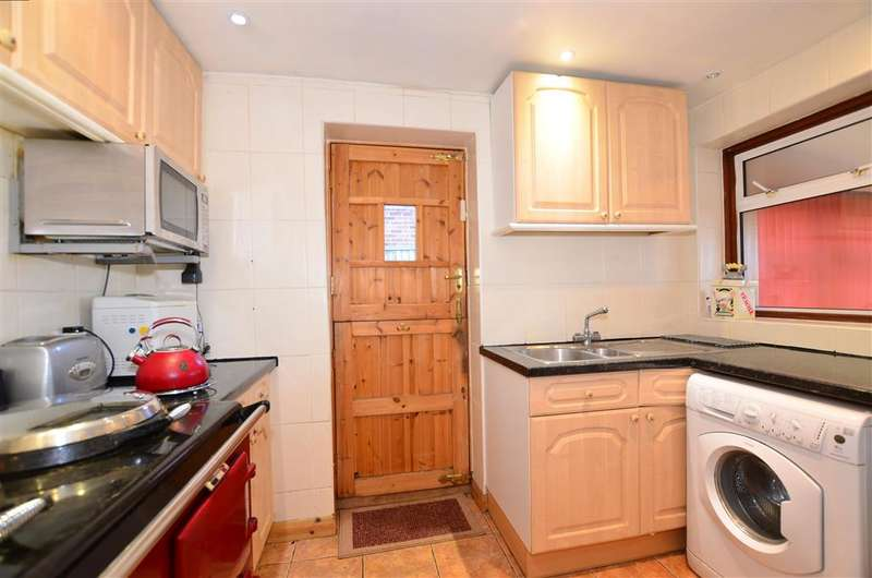 3 Bedrooms Detached House for sale in Beacon Drive, Bean, Dartford, Kent
