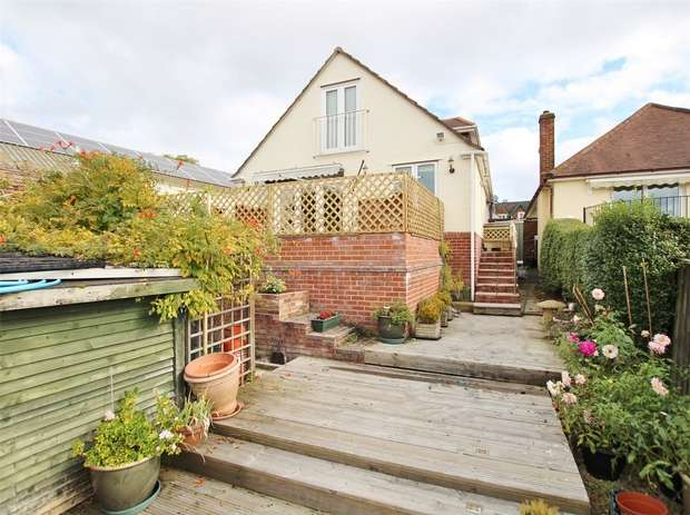 4 Bedrooms Chalet House for sale in Oakdale Road, Oakdale, POOLE, Dorset