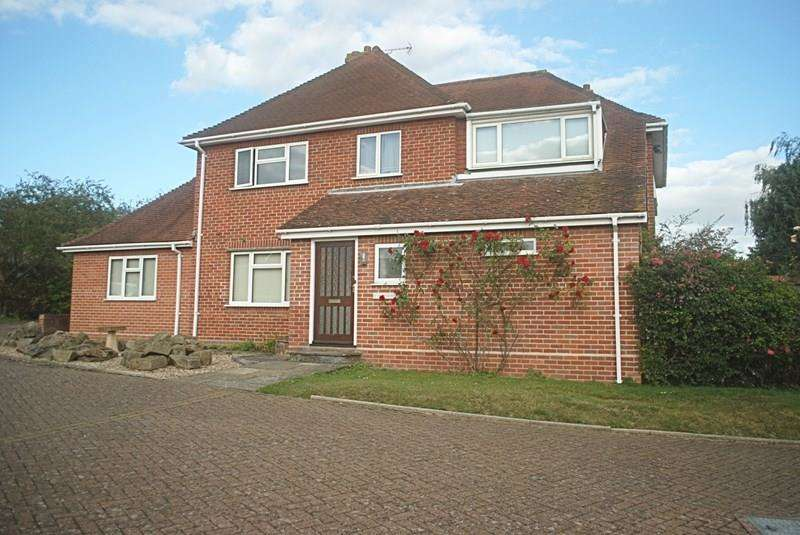 5 Bedrooms Detached House for sale in Redhill Close, Diss