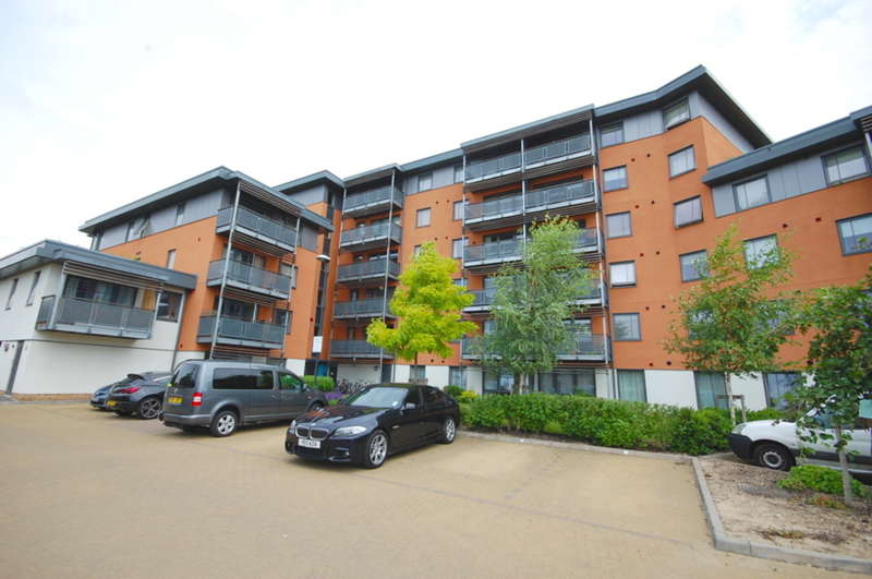 2 Bedrooms Apartment Flat for sale in Lynmouth Avenue, Old Moulsham/ City Centre, Chelmsford, CM2