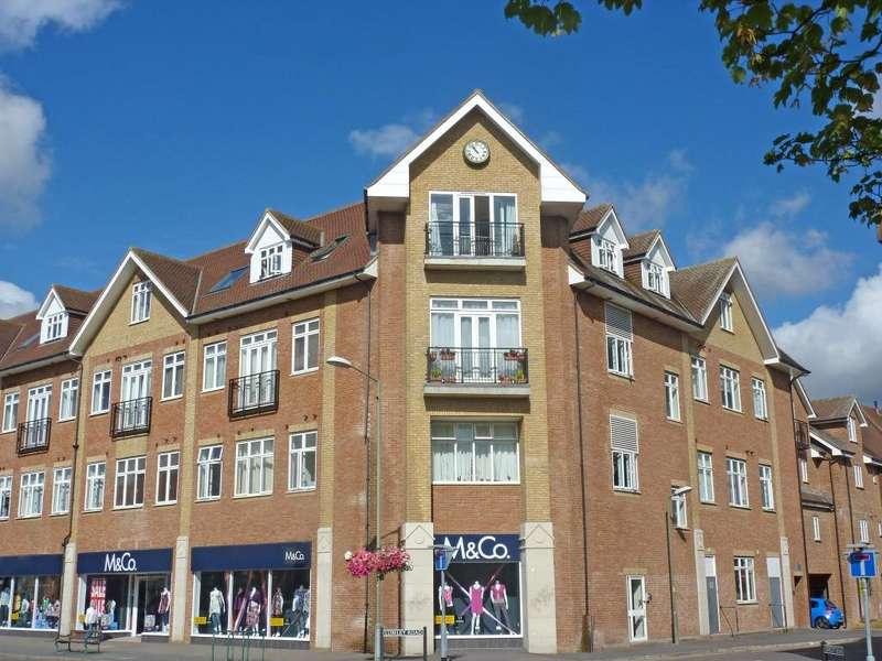 2 Bedrooms Flat for sale in Elbourne House, Lumley Road, Horley, Surrey, RH6
