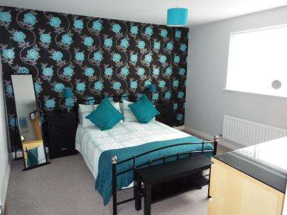 2 Bedrooms Flat for sale in Violet Close, Huntington, Cannock, Staffordshire