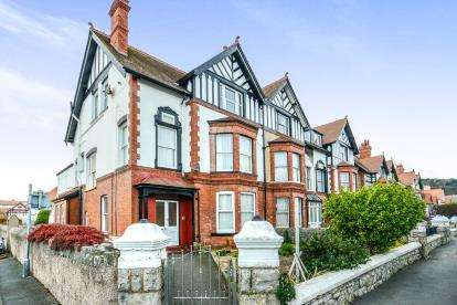 2 Bedrooms Flat for sale in Caroline Road, Llandudno, Conwy, LL30