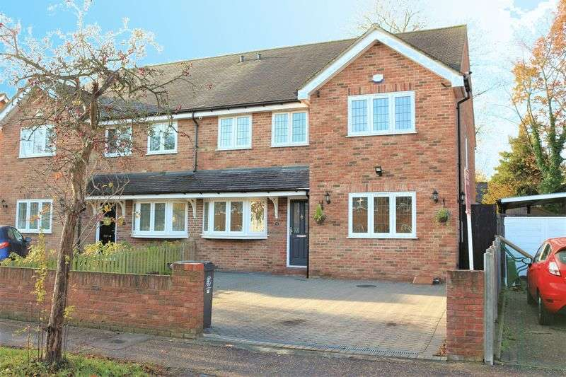 4 Bedrooms Semi Detached House for sale in Lechmere Avenue, Chigwell