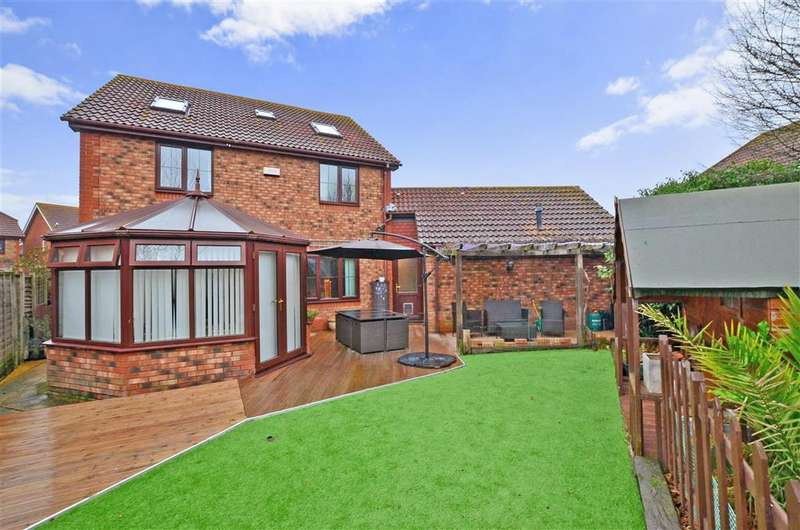 5 Bedrooms Detached House for sale in Smithy Drive, Kingsnorth, Ashford, Kent