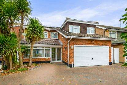5 Bedrooms Detached House for sale in Shoeburyness, Southend-On-Sea, Essex