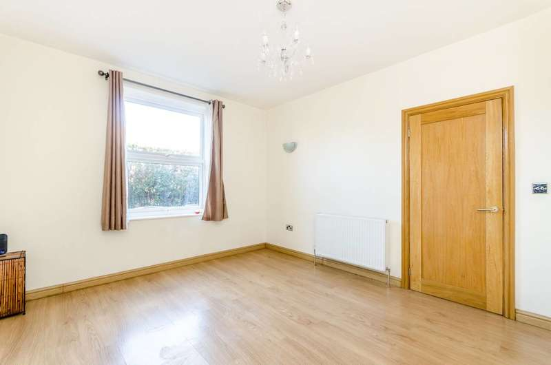 3 Bedrooms Terraced House for sale in Pendragon Road, Bromley, BR1