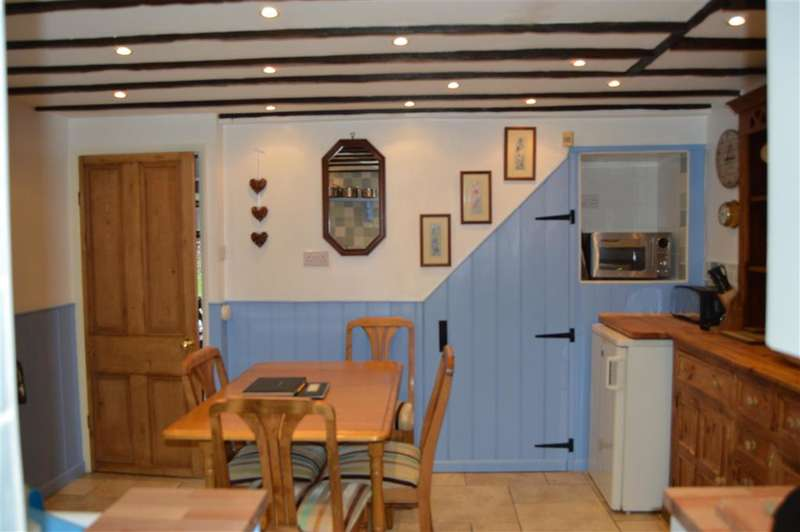 2 Bedrooms Semi Detached House for sale in High Street, Shanklin, Isle of Wight