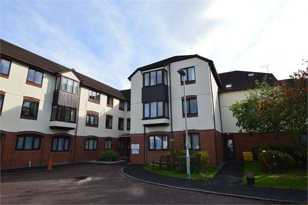 2 Bedrooms Retirement Property for sale in Hameldown Way, Newton Abbot, Devon. TQ12 2DG