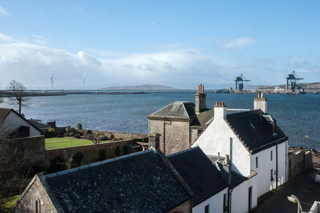 3 Bedrooms Flat for sale in The Causeway, Fairlie, Largs, North Ayrshire, KA29 0AQ