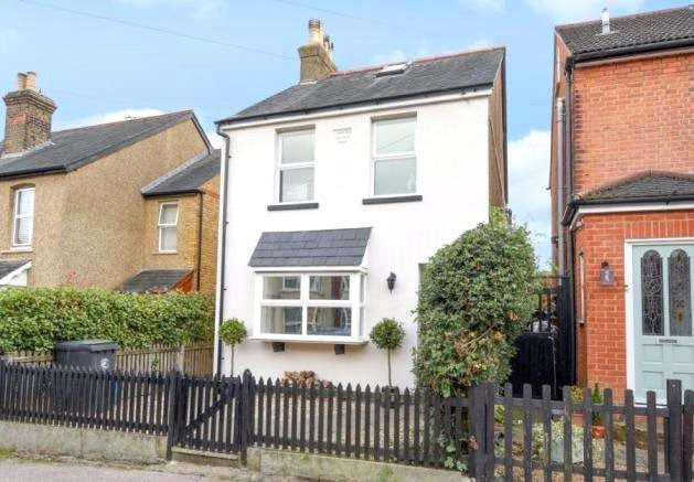 4 Bedrooms Detached House for sale in Woburn Avenue, Theydon Bois, Epping, Essex, CM16