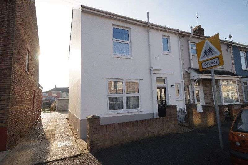 3 Bedrooms Semi Detached House for sale in White Hart Lane, Portchester, Fareham, PO16
