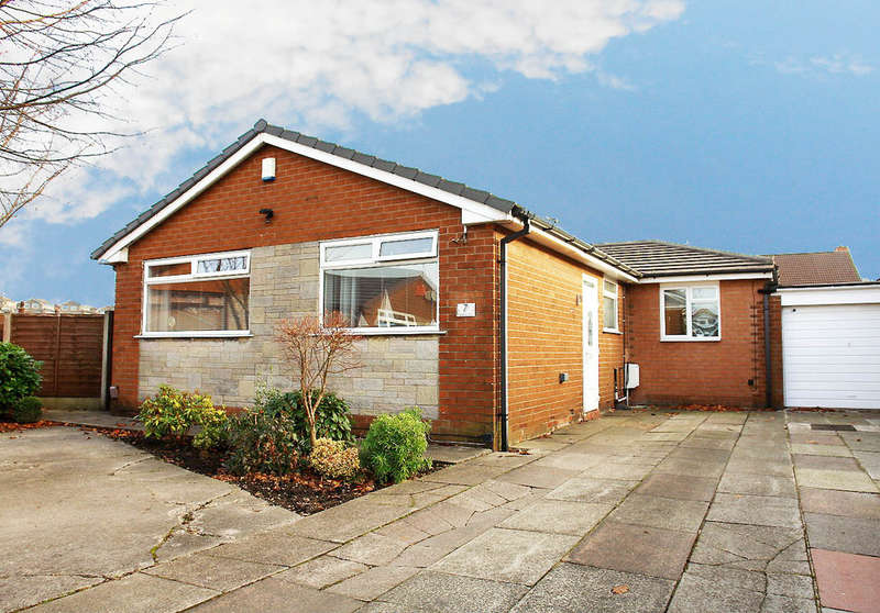 3 Bedrooms Detached Bungalow for sale in 7 Kirklee Avenue, Chadderton