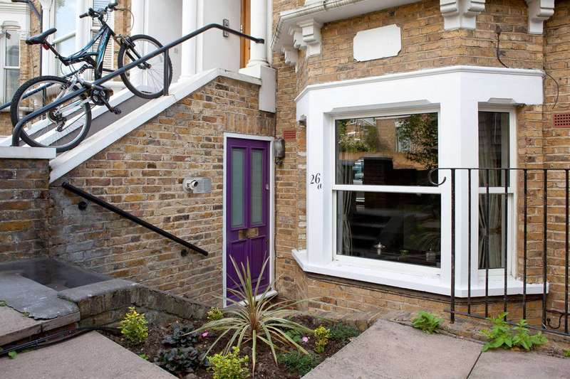 2 Bedrooms Flat for sale in Lilford Road, Camberwell, SE5