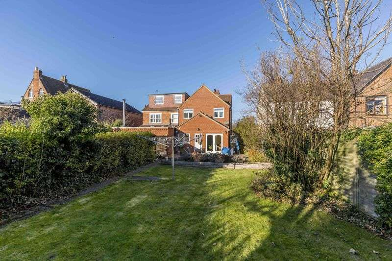 3 Bedrooms Semi Detached House for sale in Redhill Road, Rowlands Castle