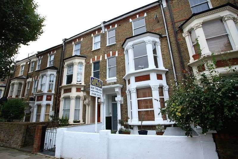 3 Bedrooms Flat for sale in Ashmore Road, London