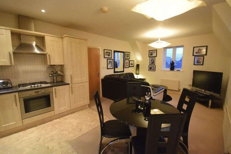 2 Bedrooms Flat for sale in Lindisfarne Court, Widnes