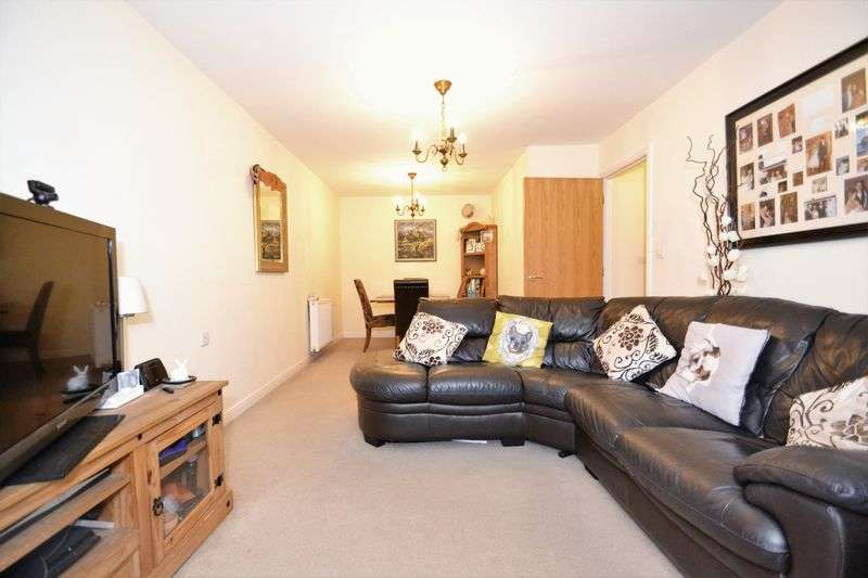 2 Bedrooms Flat for sale in Brosse Way, Bromley