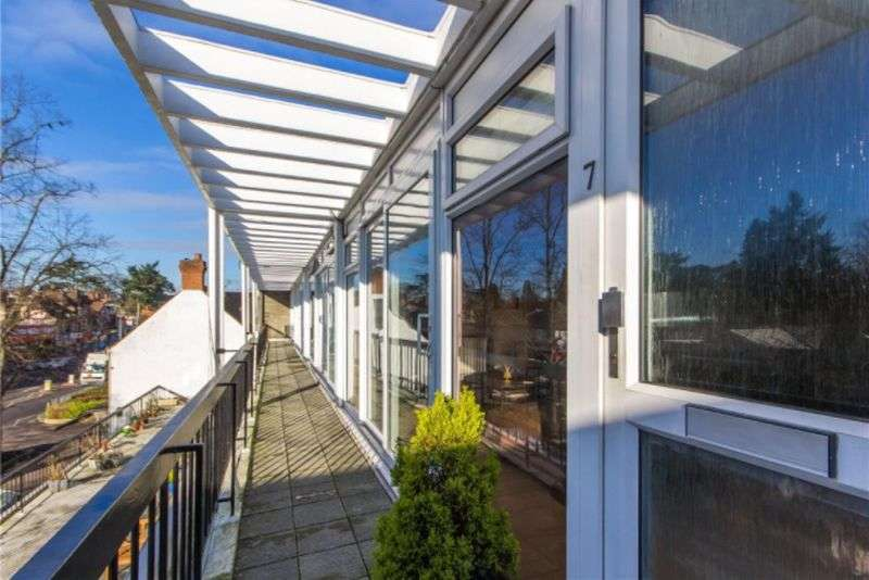 2 Bedrooms Flat for sale in High Street, Harpenden